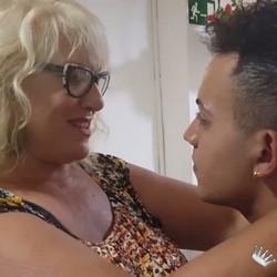 La Señora Fina y 'sus cositas pendientes'. Su primer cubano con 63 años. . . ¡Club Maduras en estado puro!
