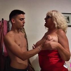 ¿quién dijo que el sexo tiene límite de edad? la Señora Fina, divorciada y con 62 años.
