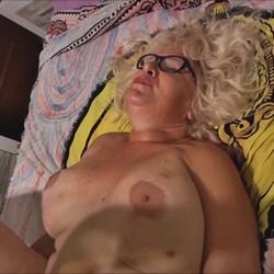 Follando y aprendiendo sexo con Concha, una GILF de 62 años