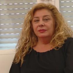 Sentirse joven. Lia, 52 años y recien divorciada. Trio con Ainara y Jordi