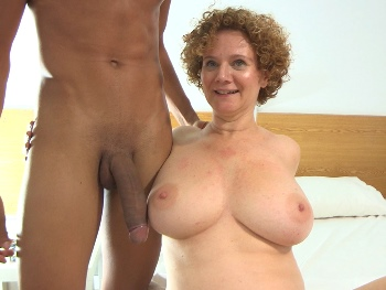 Merce's ENORMOUS TITS welcome Hijo de Gea HUMONGOUS DICK. The MATURE GODDESS teaches a SEX LESSON to the big dicked rookie !!